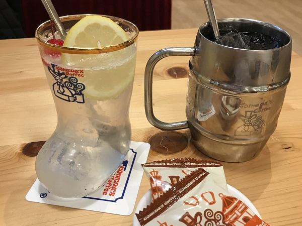 八德路の客美多咖啡のたっぷりアイスコーヒーと生レモンスカッシュ