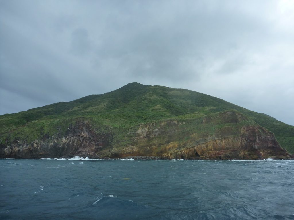 船から亀山島に最接近したときの様子