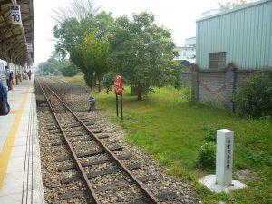 台鉄嘉義駅の阿里山鉄道のプラットホーム