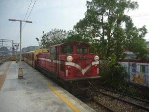 台鉄嘉義駅で撮影した阿里山鉄道の列車
